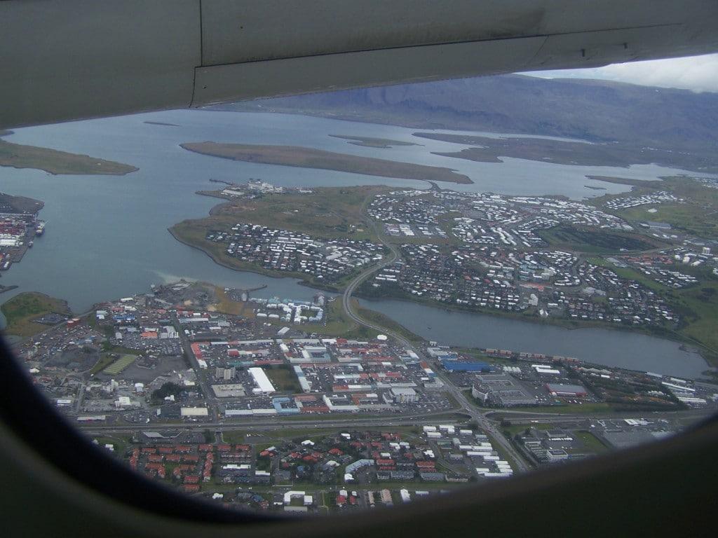 vue de Reykjavik depuis l'avion
