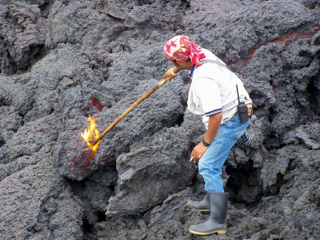 guide lave volcan feu guatemala Antigua