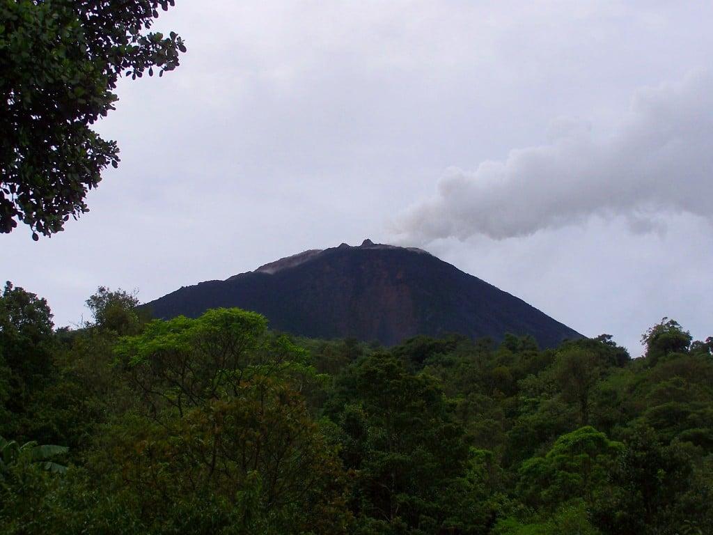 volcan fumée Antigua guatemala