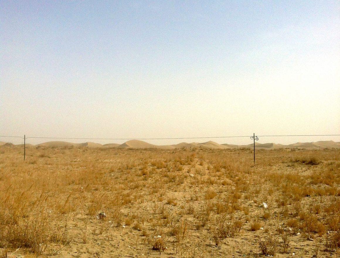 auto-stop en Chine Xinjiang Qinghai désert Taklamakan