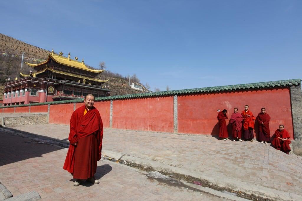 moines au monastère Kumbum Xining Qinghai