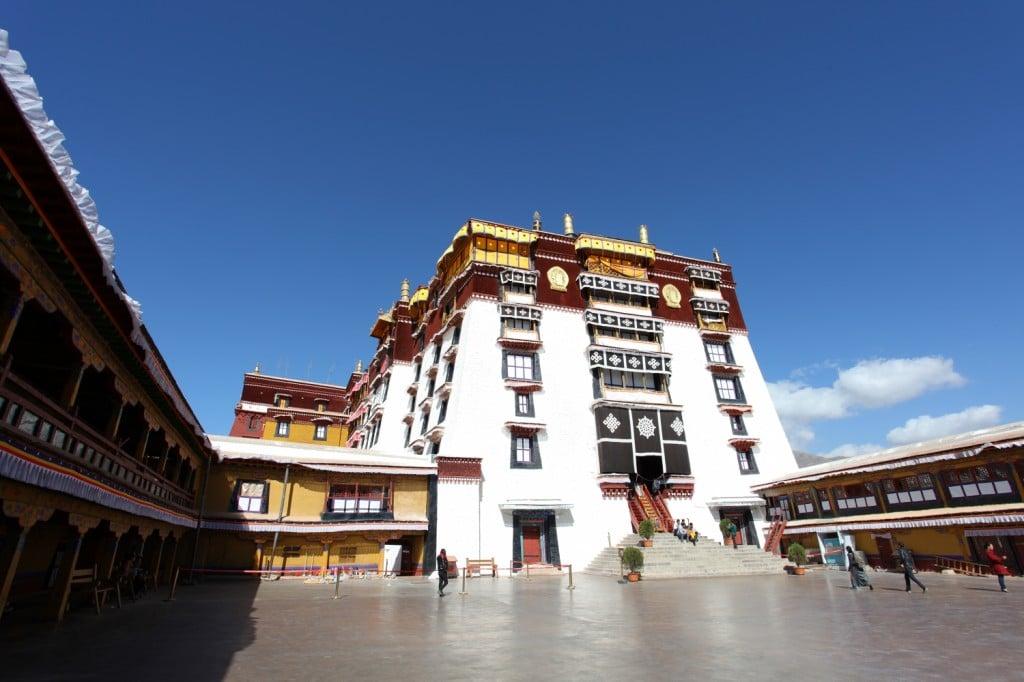 cour Palais Potala Lhassa Tibet
