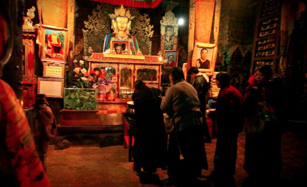 tibetais pelerins temple Tibet