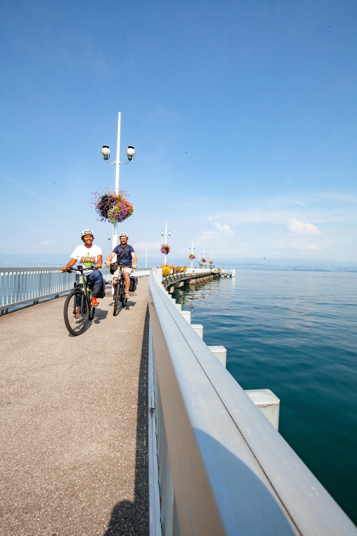 départ la Grande traversée des Alpes à vélo Thonon